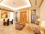 1階ロビー ナチュラルなインテリアの座り心地のよいソファー。各所にアートを設置し、心温まる空間に。