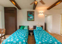 リゾート気分が満喫できるゆったり34平米のツインルーム