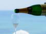 海の景色を愉しみながら、フレンチにお薦めのワインで乾杯♪贅沢な時間を心行くまでお愉しみ下さい
