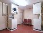 コインランドリー(有料、全自動洗濯機2基、乾燥機2基、洗剤自動投入)