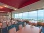 5階展望レストランからは玄界灘が一望でき、天気(運)が良いときは沖ノ島が臨めます。