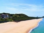 目の前の鐘崎海水浴場は浜も広くて水もきれいです。
