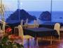 【夕食ダイニング】日没時のトワイライトタイム 一面ブルー一色に染まる空と海