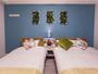 【フローラルラージツイン26平米】ダブル1台と、シングル1台のフランスベッドを導入(定員3名)。