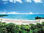 お日さまの光に輝く珊瑚礁の碧い海は、10月までお楽しみ頂けます♪