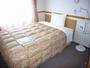シングルルーム★140cm幅のベッド