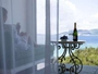 リビングスペースで過ごす優雅なひととき。大きな窓からは美しい景色が広がります。