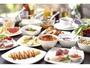 料理長自慢のオムレツ、焼き立てパン、海鮮丼もご用意。