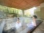 能舞台を模した露天風呂「室生の湯」。7つの豊富な源泉から掛け流しで24時間楽しめます。