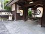 純日本建築の風格と歴史を感じる総欅造りの長屋門のある和風旅館!