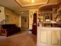 フロントは洋風の小物や調度品に囲まれたノスタルジックな雰囲気