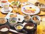 【朝食】和食・洋食から選べる朝食は、和食は玄米・白米を、洋食は卵料理とハムなどの付け合わせを選べます