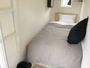 キャビンスタイルのお部屋です。鍵つきのアコーディオンカーテンで仕切られております。